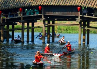Coming to Thuy Thanh to experience acting as farmers and enjoy countryside specialties