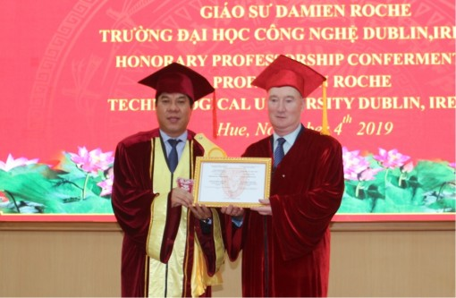 Awarding the title of Honorary Professor to Professor Damien Roche