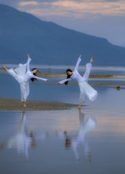 The Ao dai dance