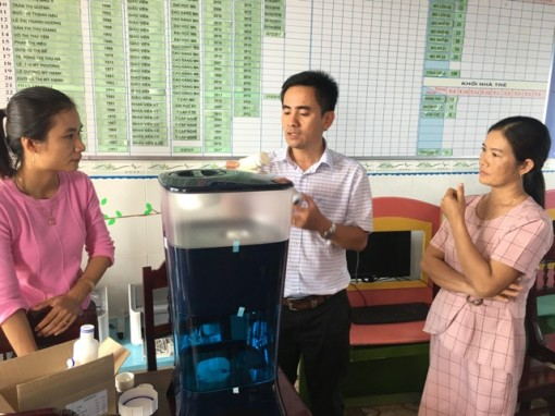 Medrix Organization (USA) sponsors water filter equipments for kindergartens in Hue