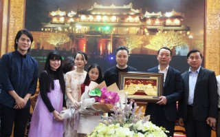 "The cast of ""Dreamy Eyes"" returned to Hue after great success at the box office"