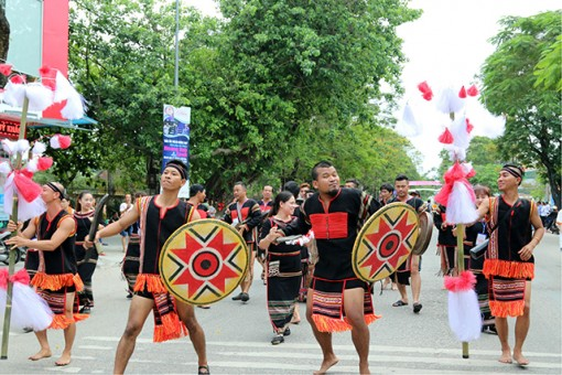 Enterprises accompany Hue Festival