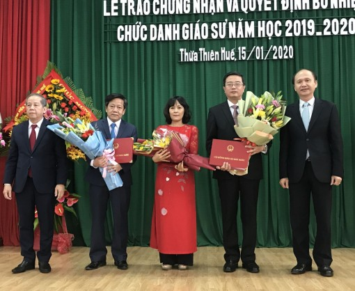 Hue University of Medicine and Pharmacy awarding certificates and appointments to Professor Title