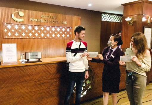 More than 30 hotels in Hue provide free face masks to visitors