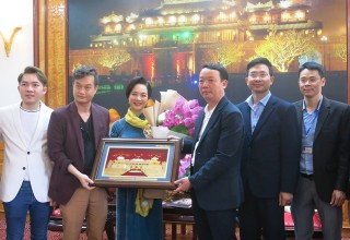 "The film crew of ""Gái già lắm chiêu 3"" (""The Royal Bride"") comes back to Hue"