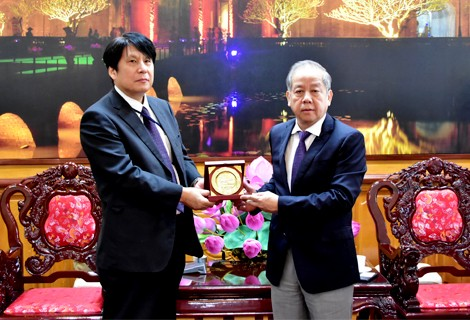 Head of the Japanese Consulate Office in Da Nang visits and works in Hue