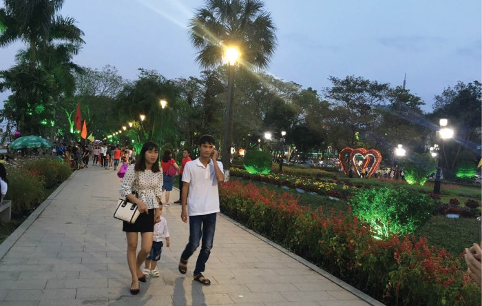 Investing in lighting system for the spaces on the two sides of the Huong River