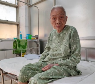 Total hip arthroplasty successfully performed for 103-year-old woman