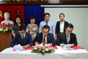 Signing cooperation agreement on foreign affairs between Quang Tri - Hue - Da Nang