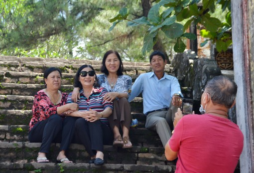 """Promoting the campaign """"Hue - a safe and friendly destination"""" through a photo contest"""