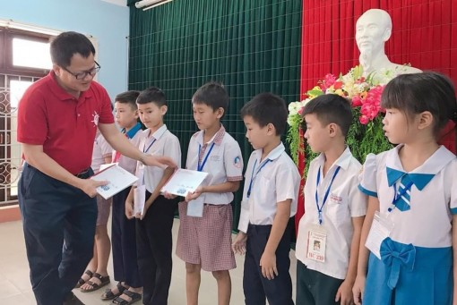 Zhishan Foundation Taiwan awards scholarships to nearly 600 children in difficult circumstances