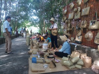 "Experiencing  ""ancient village"" market fair"