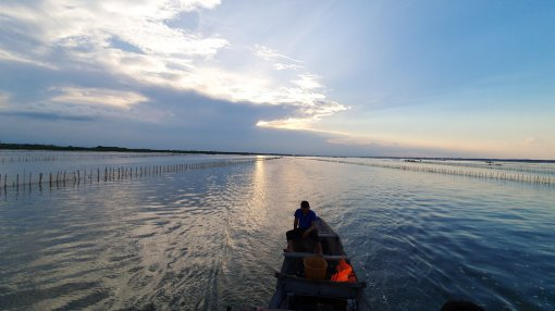 Experiencing sunset-contemplating tour on Tam Giang lagoon