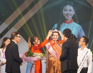 Vo Thi Y Nhi crowned Miss Hue University