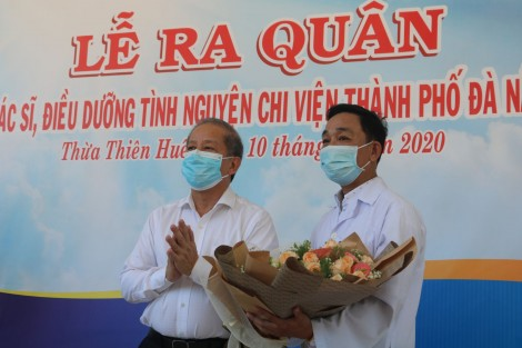 40 medical workers leave for Da Nang in support of the tackle on COVID-19