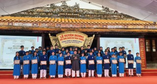 Honoring 367 students at Quoc Tu Giam