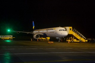 The aircraft of Vietravel Airlines lands for the first time at Phu Bai International Airport