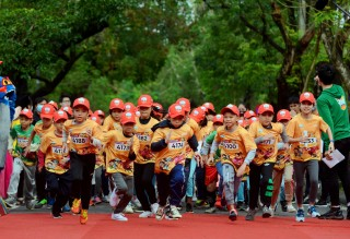"1,000 ""kid"" athletes compete at Kun Marathon Hue championship"