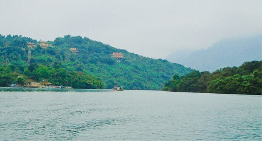 Going along Truoi River to visit Truc Lam Monastery