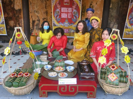 """Experiencing the old Tet through """"The old flavor of Tet cakes"""""""