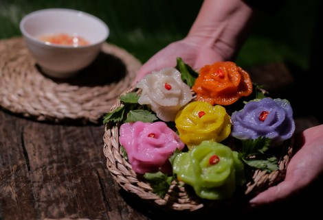 Rose-shaped dumplings