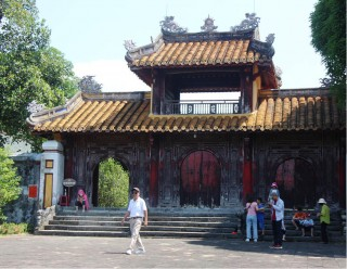 Charming scene at the mausoleum of Nguyen dynasty's founder