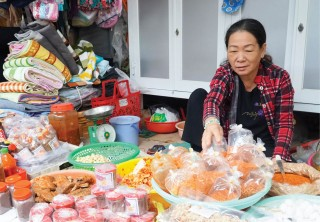 The market of those who speak Hue accent in Saigon