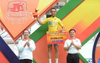 "The 11th stage themed ""The whole country in a strip 2021"": Racer Nguyen Truc Sinh leisurely finished at first place"