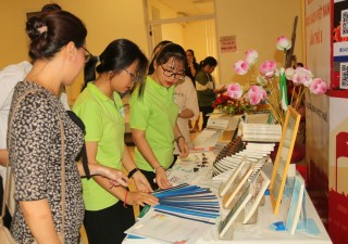 Numerous activities in response to Vietnam Book Day
