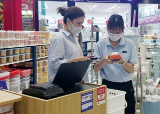 Free and reduced banking charge, encouraging cashless transaction