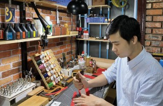 Hoang Anh Tuan and the passion for handmade leather products